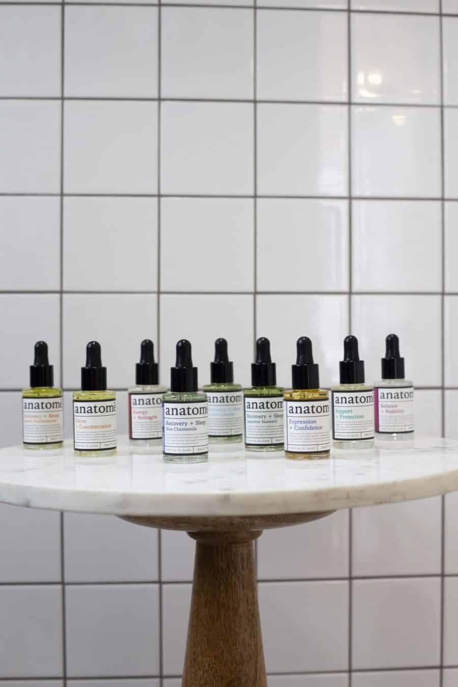 eterinių aliejų mišinių kolekcija iš 9 skirtingų buteliukų